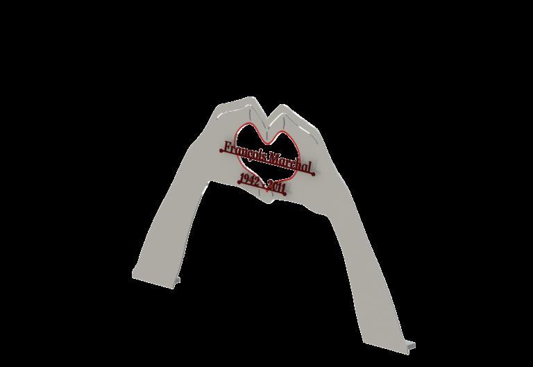 Stèle coeur main